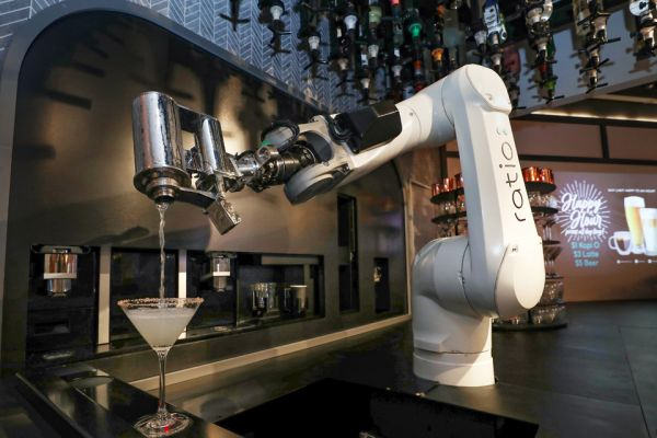 S$1 kopi, freshly made by a robot